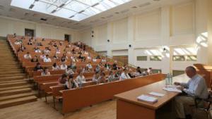 Медведев подписал закон об особом статусе МГУ и СПбГУ